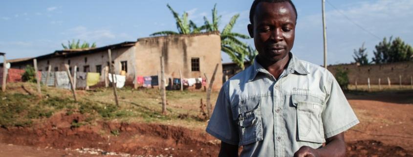 Jothan è un contadino del villaggio di Cheptais (Kenya) e produce pomodori e cipolle. Grazie a un programma di formazione sulle ICT promosso da una Ong locale, racconta di aver migliorato la gestione della propria terra e incrementato le entrate.