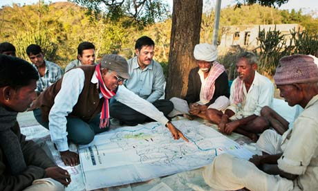 The director of the NGO 'Wells for India' and local farmers