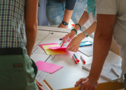 1 - https_pixabay.comenidea-brainstorming-teamwork-meeting-2654150